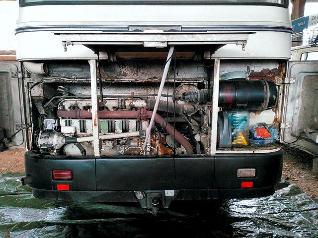Morgen, Arbeitsbeginn, Hintern normal, geöffnet ~ wie man sieht, sieht man einen Motor: Deutz F6L 912