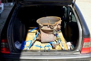 Spendergetriebe für den alten Herrn Magirus ~ schön verzurrt im Benz-Kombi