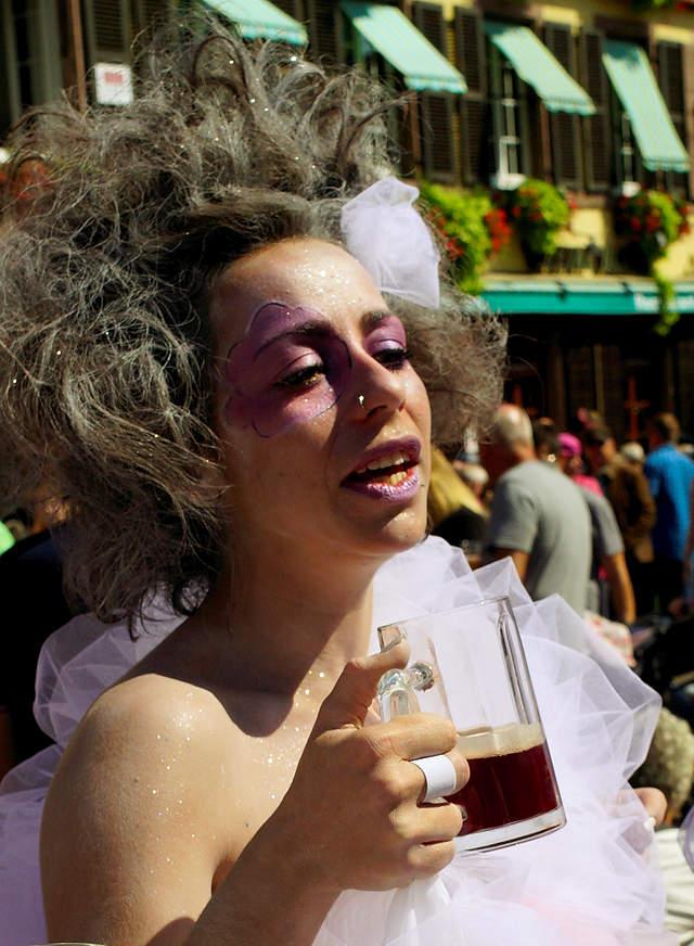 die wolkige Dame mit dunklem Bier