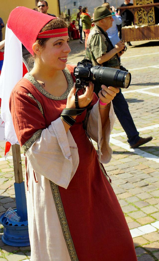 die Kollegin aus dem Mittelalter mit modernster Ausrüstung :)