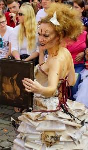 Dame der Bibliothek der Zaubersprüche