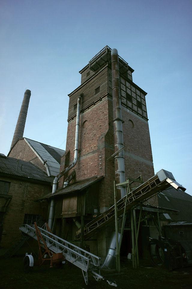 der Turm ist Silo für die Sägespäne