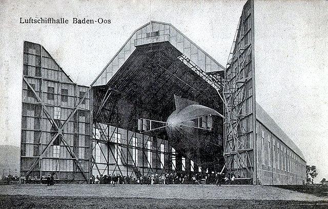 die Zeppelinhalle ~ historische Aufnahme am ursprünglichen Standort Baden-Oos