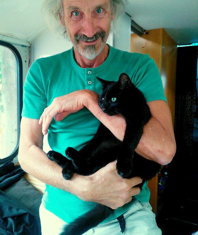 Katzen gehen immer ~ Besuch für die alten Herrn Magirus und Gutmann