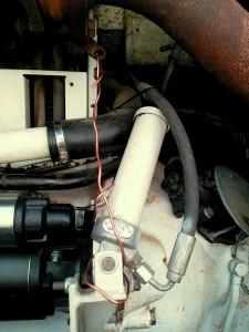 Druckzylinder der Motorbremse ~ fixierte Drosselklappe