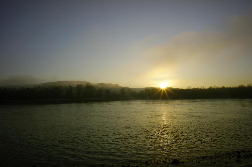 da ist sie! :) Sonnenaufgang über dem Rhein