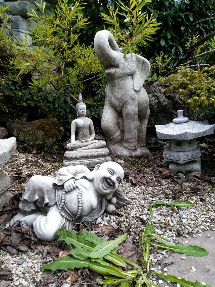 eingeflogen aus dem fernen Osten ~ Buddhas und Elefanten