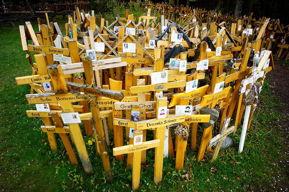 Was tun mit dem (Holz-)Kreuz, wenn der Stein kommt?