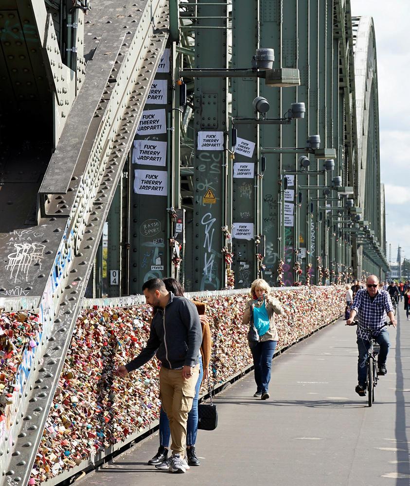 Hohenzollernbrücke, voll von sogenannten Liebesschlössern