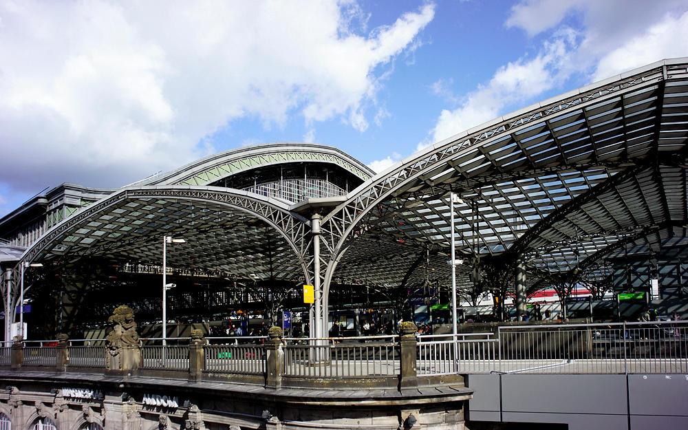 Köln Hauptbahnhof ~ Dach aus Eisen und Glas