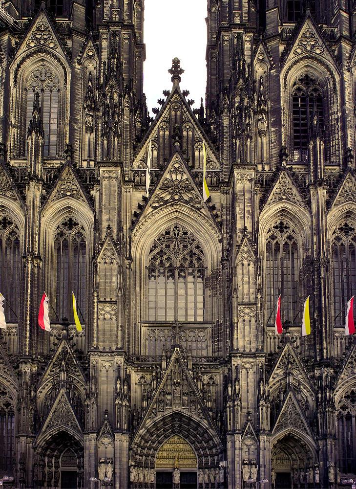 Dom zu Köln, Vorderseite, Kopf gerade . . .