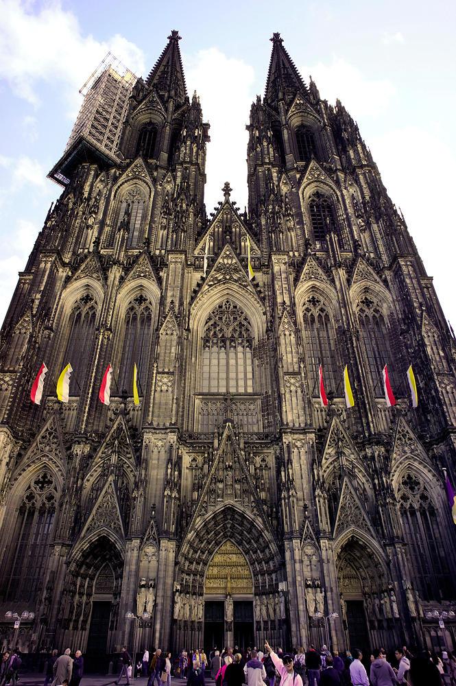 Dom zu Köln, von Westen, Vorderseite ~ Kopf in den Nacken . . .