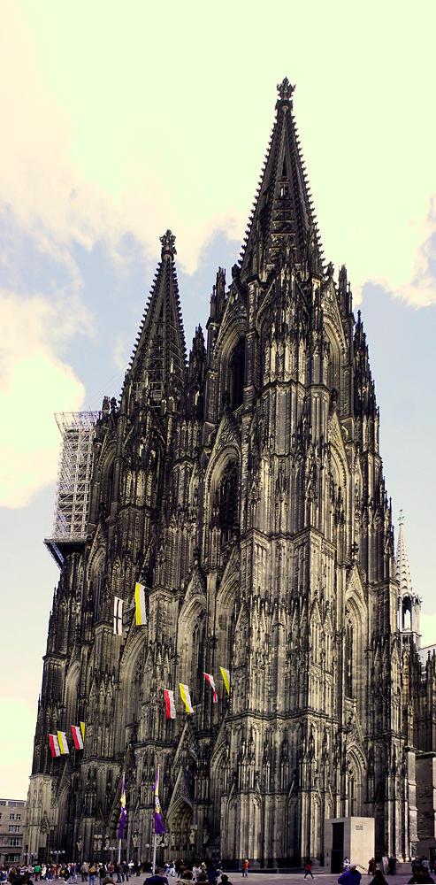 Dom zu Köln ~ schräg von vorn