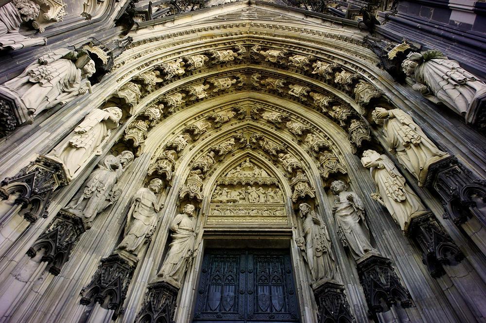 Dom zu Köln, Kopf nach oben, rechtes Portal