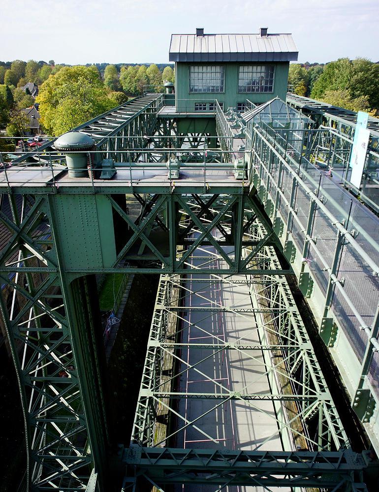 historisches Schiffshebewerk Henrichenburg ~ Blick in den Hebetrog
