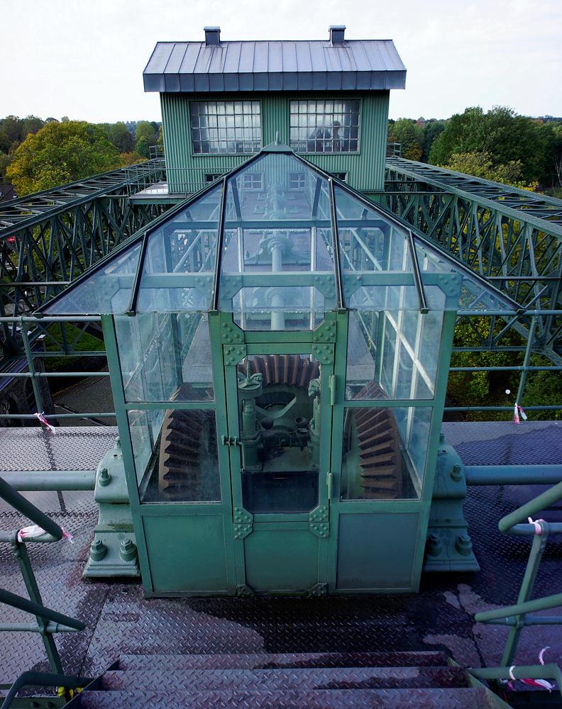 historisches Schiffshebewerk Henrichenburg ~ Steuerhaus und Kegelradmechanik
