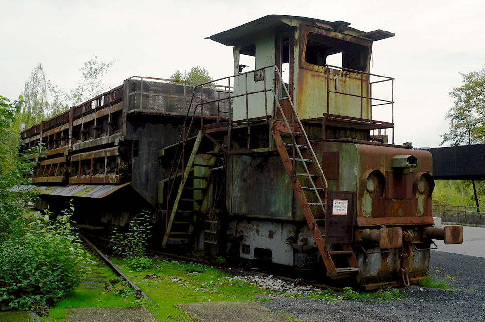 Rangierlok und Wagon für den Koks