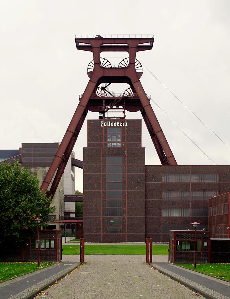 Zeche Zollverein ~ Eingang und Fördergerüst