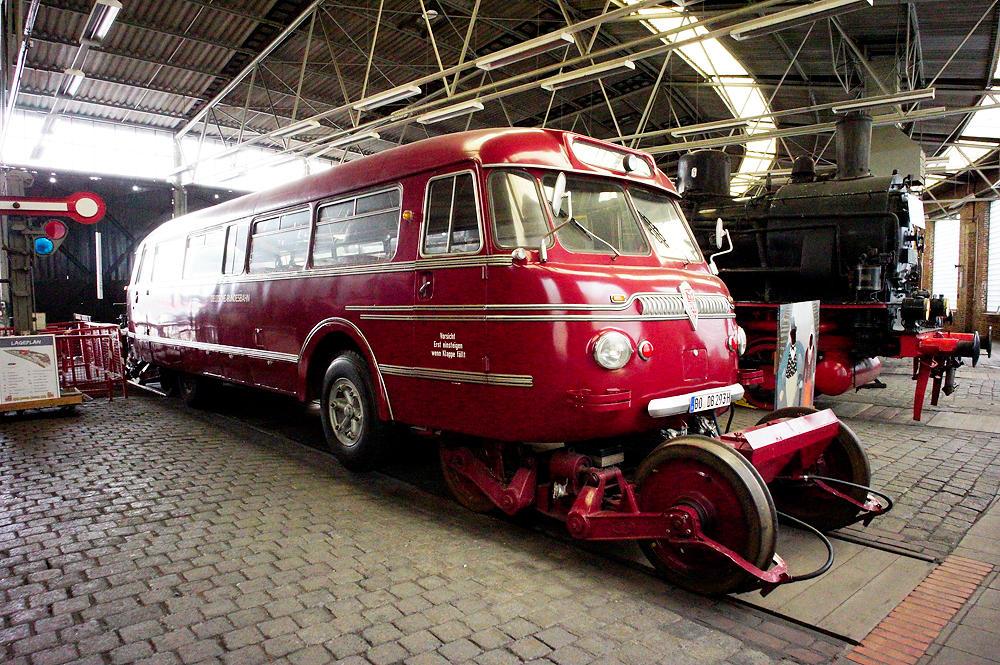 Bus für Schiene und Straße