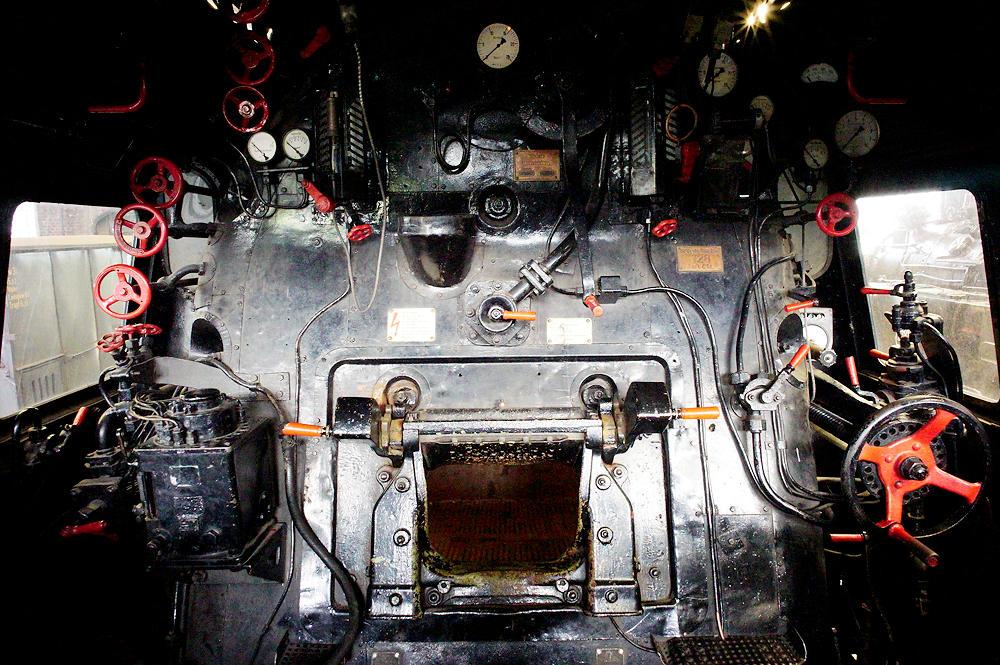 Dampflok Baureihe 01 ~ Führerstand mit Feuerloch