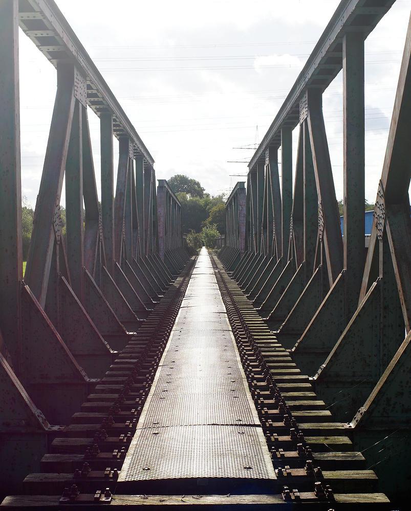 stillgelegte Bahnbrücke über die Ruhr bei Dahlhausen ~ die Schienen sind abmontiert