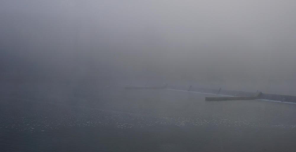 der Nebel schwappt über den Rhein