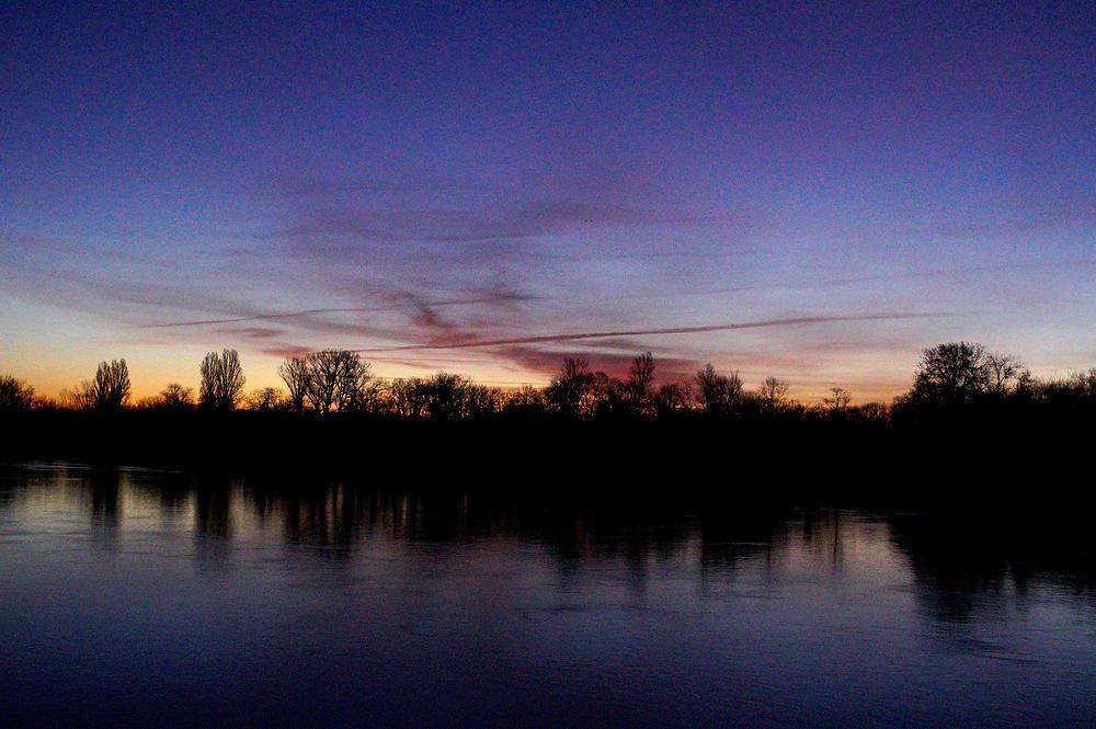 Morgendämmerung am Rhein