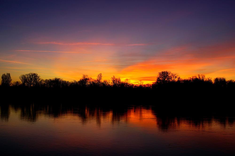 Morgendämmerung am Rhein ~ Explosion der Farben