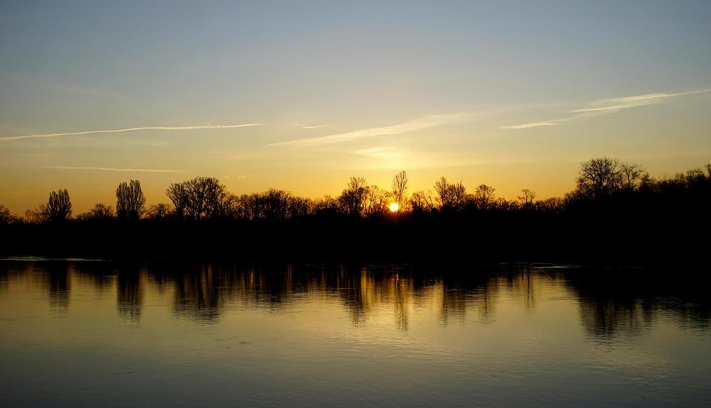 da ist sie schon ~ Sonnenaufgang über dem Rhein