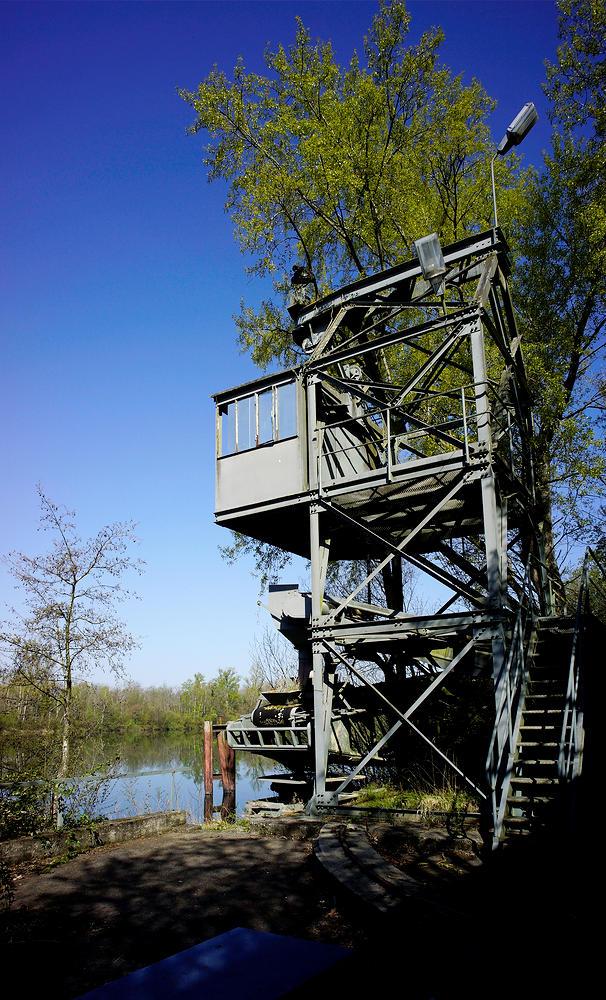 stillgelegte Kiesverladestation am Rhein