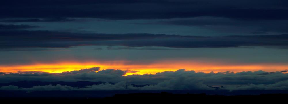 Schlitz zum Licht ~ Abendhimmel