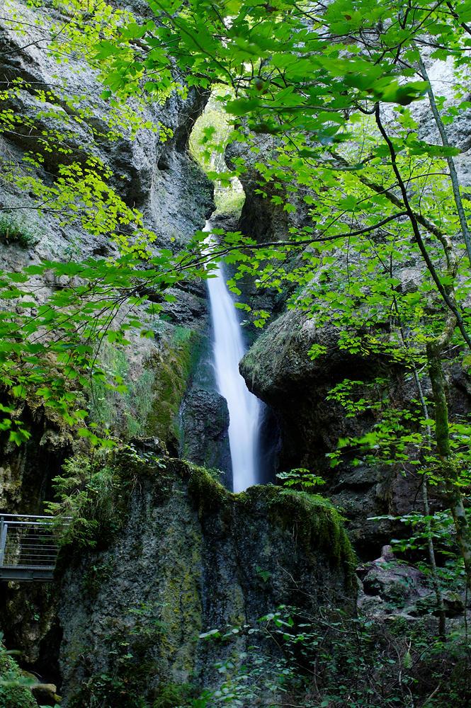 Hinang-Wasserfall ~ da kommt er in Sicht, teilweise