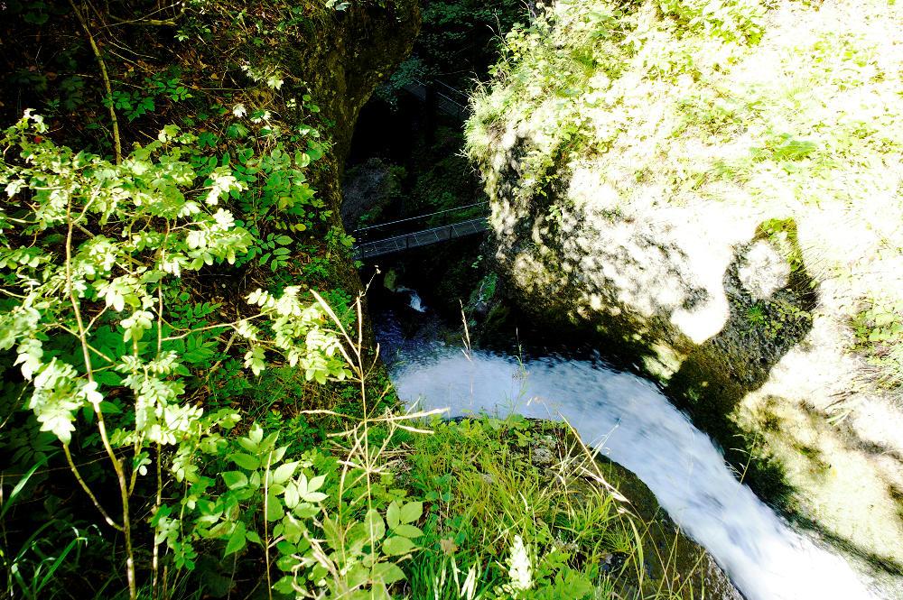 der Wasserfall von oben ~ an der Kante