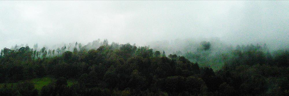 * Herbstwetter über der Donau *