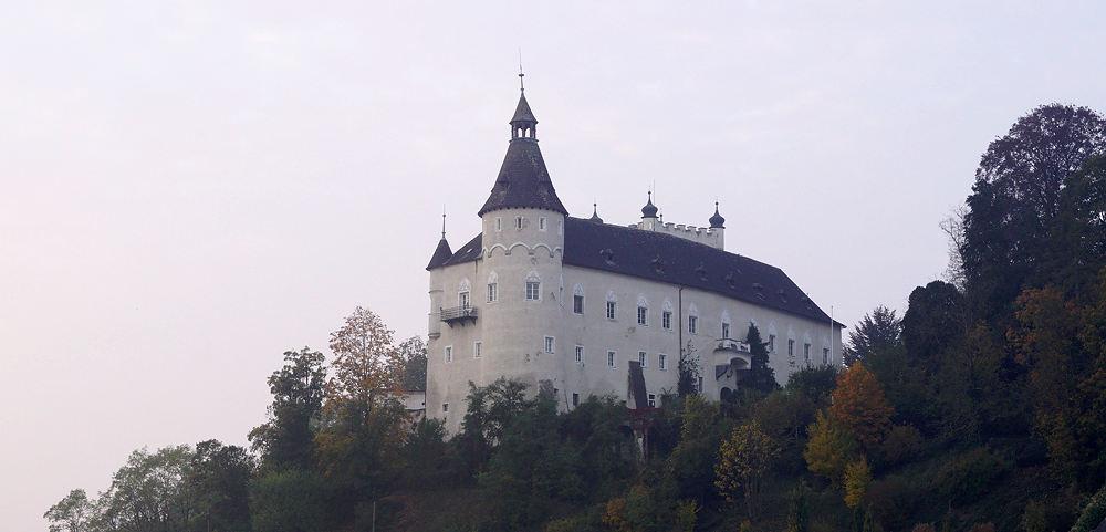 Schloss Ottensheim ~ über der Donau