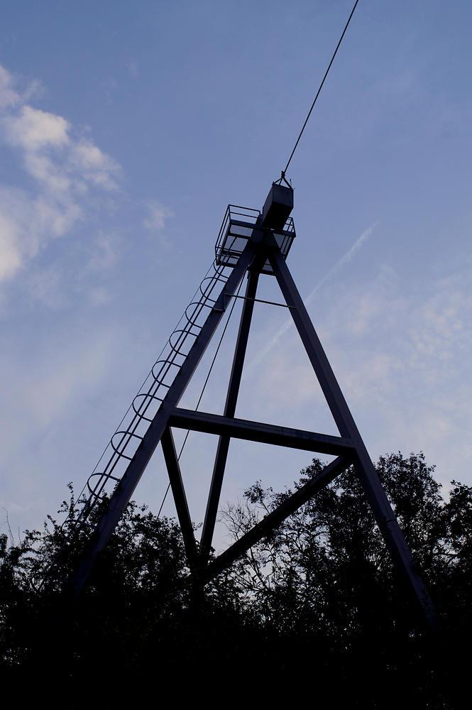 Mast der Drahtseilfähre