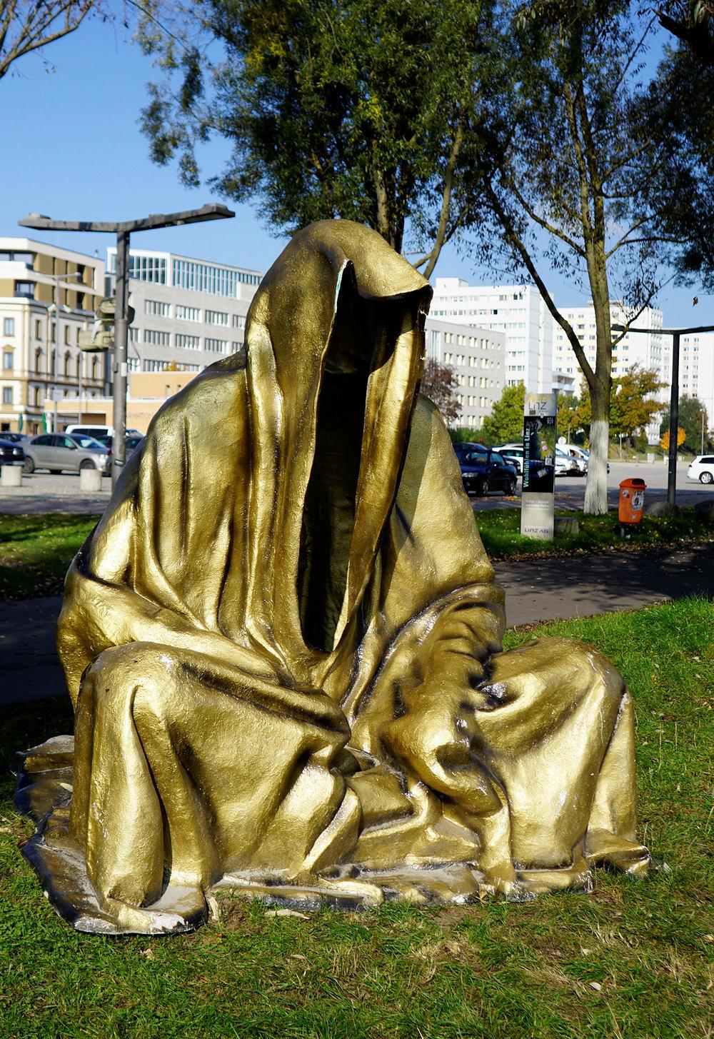 Verhüllung als Kunst ~ in gold