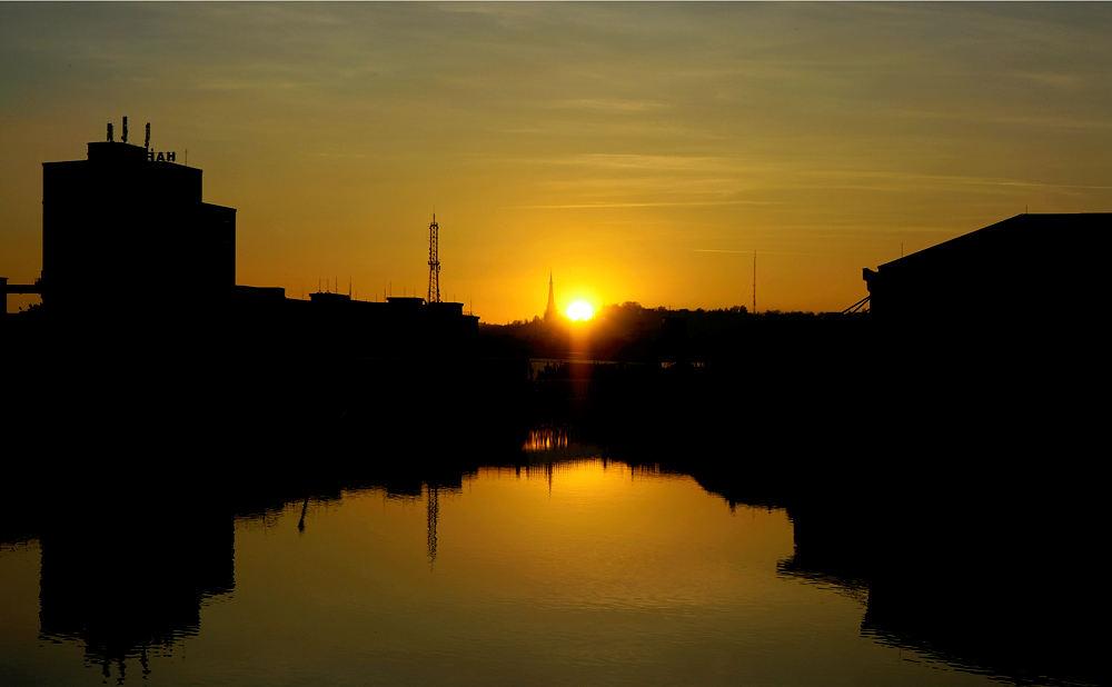Linz, Hafen, Sonnenuntergang