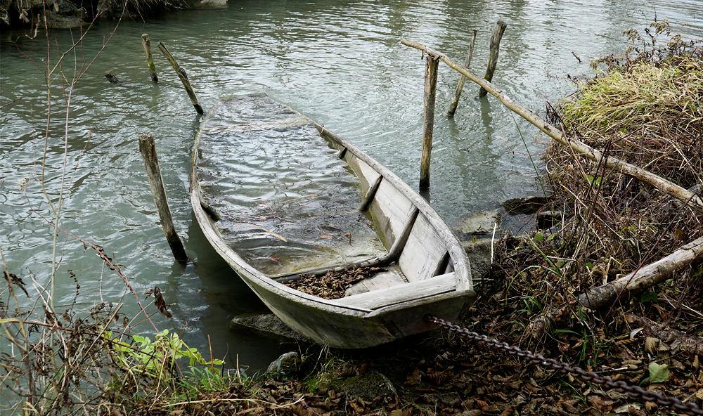 traditioneller Fischerkahn aus Holzplankenn gearbeitet