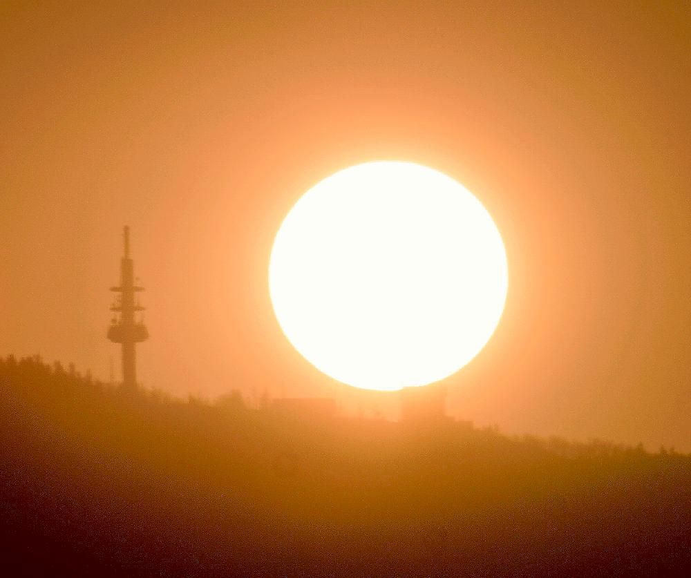 Sonnenaufgang über dem Blauen ~ 500mm an APS-C, Ausschnitt