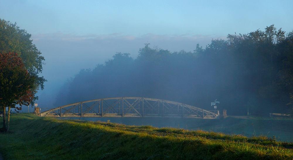 die Brücke am Morgen